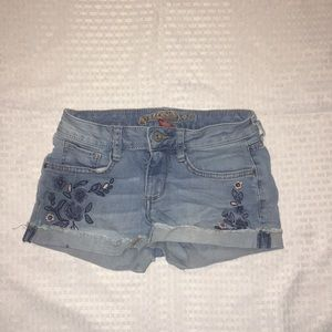 Arizona juniors size 0 with navy and pink flowers